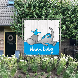 Vierkant geboortespandoek in tuin draakje dirk in blauw en steigerhout-look
