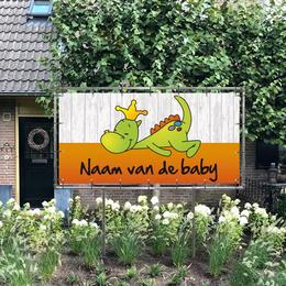 Rechthoekig geboortespandoek in de tuin draakje dirk in oranje met steigerhout-look